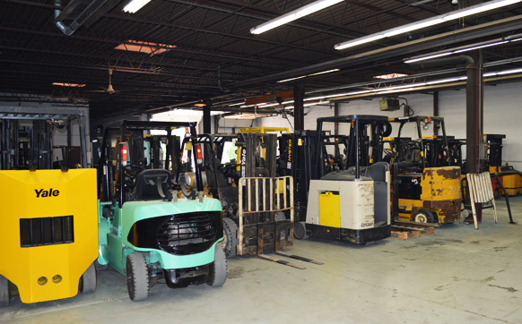 A fleet of forklifts that Advantage Material Handling offers forklift repair services for.