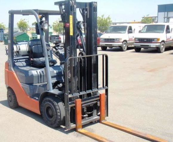 One of the available forklift rental Chicago forklifts.